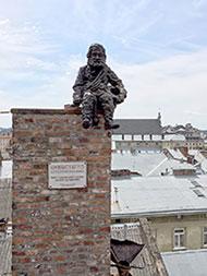 Львов. Памятник трубочисту